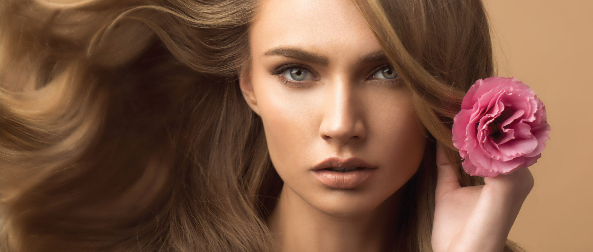 מוצרים מקצועיים לטיפוח ועיצוב שיער